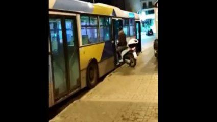 Δεν έχει προηγούμενο: Μπήκε με το μηχανάκι του σε λεωφορείο του ΟΑΣΑ! (ΒΙΝΤΕΟ)