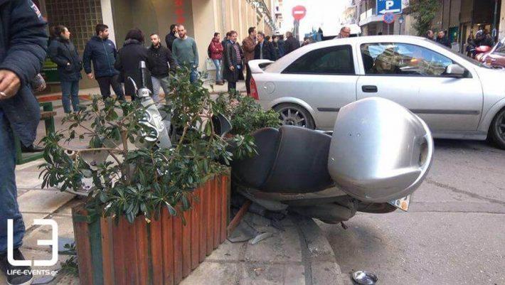 Βίντεο-ντοκουμέντο: Η στιγμή που το ΙΧ πέφτει πάνω σε πεζούς στη Θεσσαλονίκη