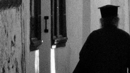 Στο εδώλιο ο ιερέας που ασέλγησε σε 20χρονο με νοητική υστέρηση στη Φθιώτιδα