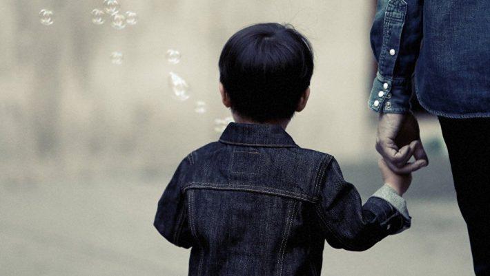 «Μητέρα και πατέρας» γίνονται «γονιός 1 και 2» στα γαλλικά σχολεία