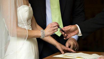 Σαν σήμερα: Η καθιέρωση του Πολιτικού Γάμου