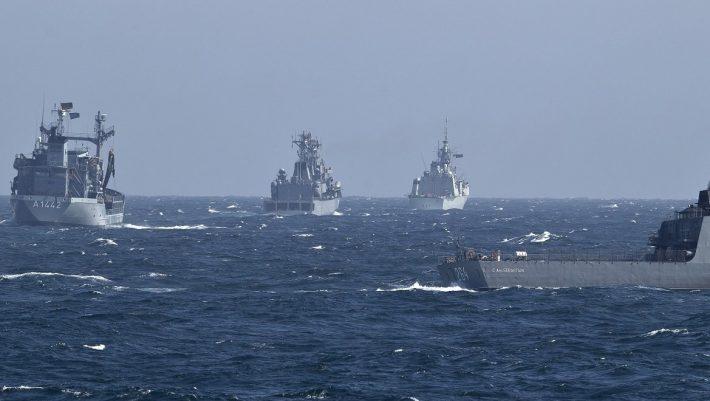 Τουρκική «αρμάδα» 102 πολεμικών πλοίων στο Αιγαίο