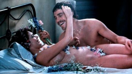 «Ψωμί, σαρδέλα, Εμμανουέλα»: Το σύνθημα που σατίριζε το «κόψιμο» της ερωτικής ταινίας από την λογοκρισία