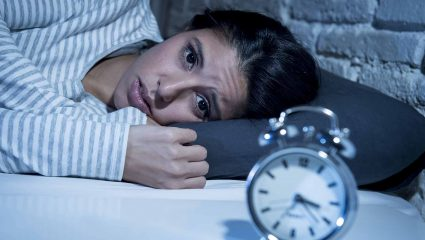 Ο κακός ύπνος βλάπτει τo έντερο όσο και η κατάχρηση αλκοόλ