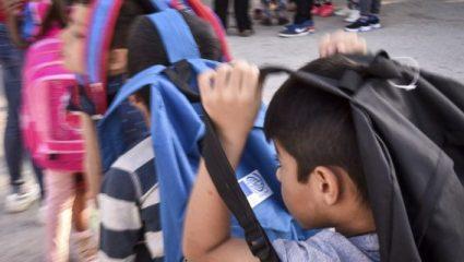 Συνεχίζεται η αποχή των μαθητών στη Σάμο επειδή φοιτούν προσφυγόπουλα στο σχολείο