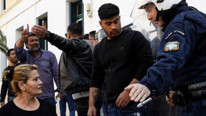 Κόρινθος: Κυνηγητό Ρομά με ΜΑΤ έξω από τα δικαστήρια (ΒΙΝΤΕΟ)