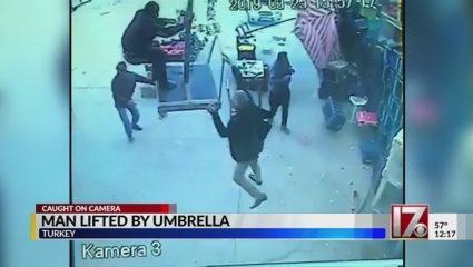 Viral βίντεο: Τον πήρε και τον σήκωσε ο αέρας!
