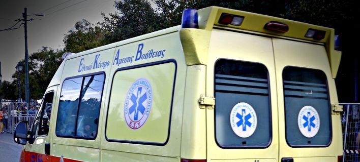 Ένας νεκρός και τέσσερις τραυματίες σε τροχαίο έπειτα από ληστεία στο Μενίδι