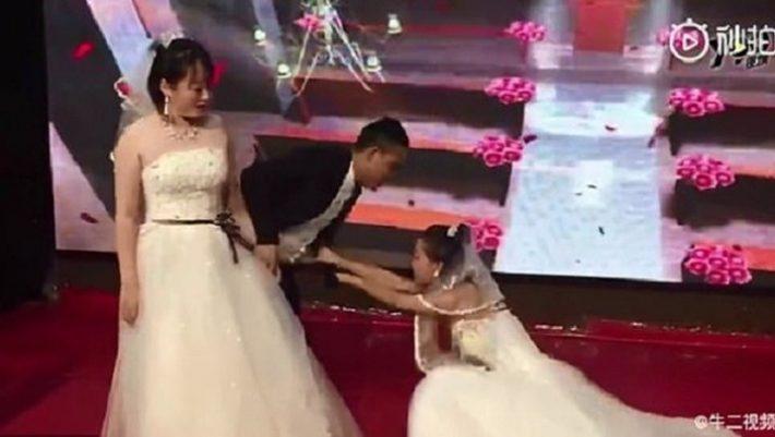 Εισέβαλε με νυφικό στον γάμο του πρώην της και ζήτησε να παντρευτεί εκείνη