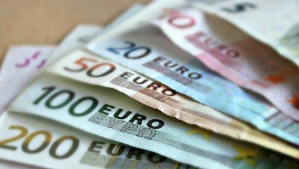 Ρέει το χρήμα για τα πολιτικά κόμματα
