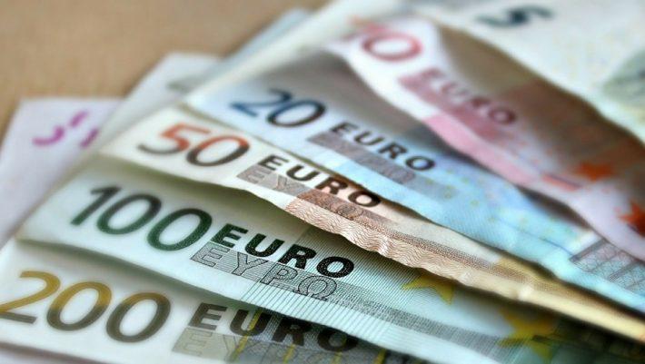 Νέο μηνιαίο επίδομα 100 ευρώ - Ποιοι είναι οι δικαιούχοι