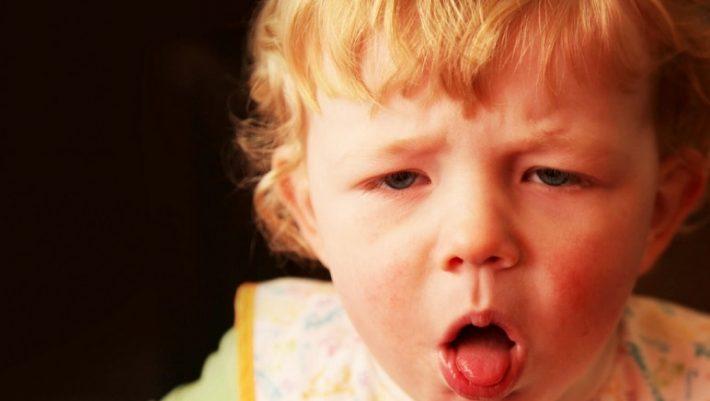 Οδηγίες πρώτων βοηθειών σε περίπτωση που πνίγεται ένα παιδί (BINTEO)