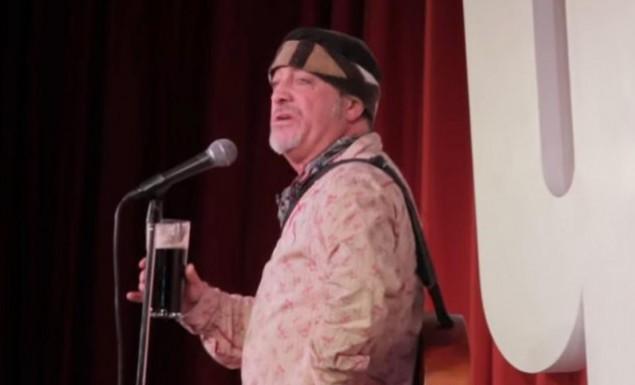 Σοκαριστικό βίντεο: Κωμικός αστειεύεται για καρδιακή προσβολή και πεθαίνει λίγα λεπτά μετά!