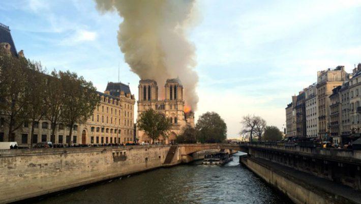 Παναγία των Παρισίων: Η φωτογραφία που έγινε viral
