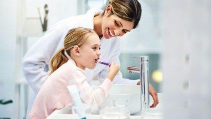 Βούρτσισμα δοντιών: Tips & tricks που θα κάνουν την διαδικασία πιο εύκολη και ευχάριστη