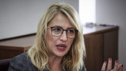 Χαμός με την ανάρτηση της Ρένας Δούρου για τον αντικαπνιστικό νόμο! – ΦΩΤΟ