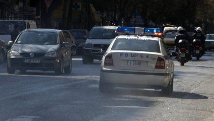 Έγκλημα στο Φάληρο: Μαχαίρωσαν την 53χρονη έξω από το σπίτι της – Αναζητείται ο αδελφός της