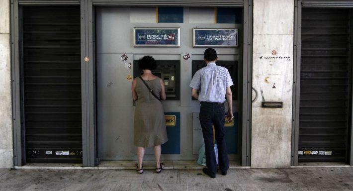 Eρχονται χρεώσεις στις αναλήψεις μετρητών μέσω ΑΤΜ