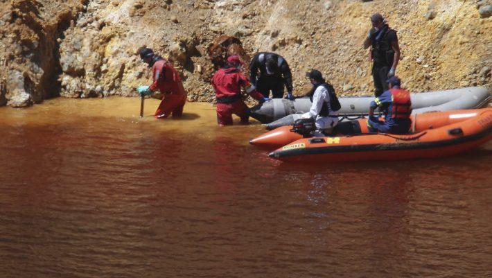 Πτώμα σε αποσύνθεση βρέθηκε στη δεύτερη βαλίτσα που ανασύρθηκε από την Κόκκινη Λίμνη