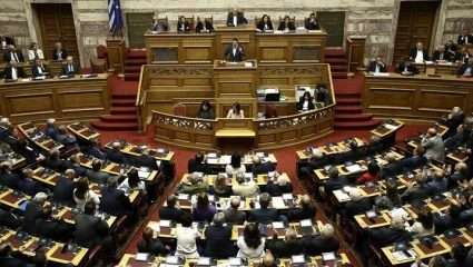Live η συζήτηση στη Βουλή για το νομοσχέδιο για τις 120 δόσεις