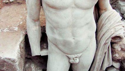 Αυτός είναι ο λόγος που τα αρχαία ανδρικά αγάλματα έχουν (συνήθως) μικρά μόρια