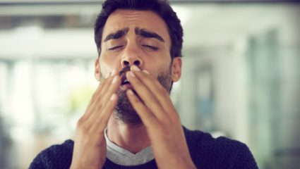 Τι συμβαίνει όταν «κρατάτε» το φτέρνισμα
