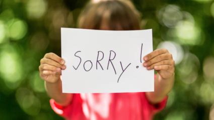 Πώς θα μάθετε στο παιδί σας να ζητά συγνώμη