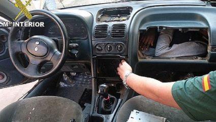 Μετανάστης κρύφτηκε στο ταμπλό αυτοκινήτου στην προσπάθειά του να φτάσει στην Ευρώπη- ΦΩΤΟ – ΒΙΝΤΕΟ