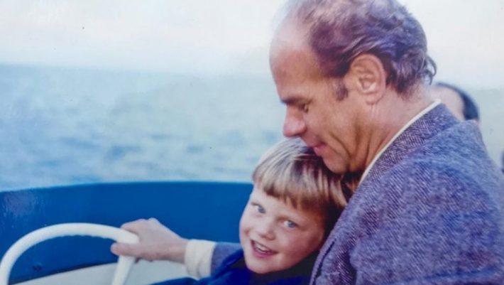 H σπάνια φωτογραφία του Κώστα Καραμανλή με τον πατέρα του