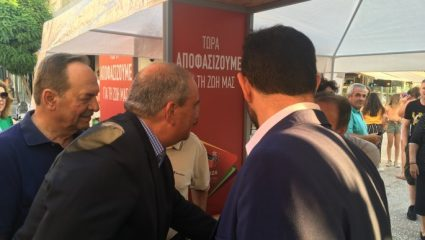 Ο Καραμανλής σε εκλογικό κέντρο του…ΣΥΡΙΖΑ!