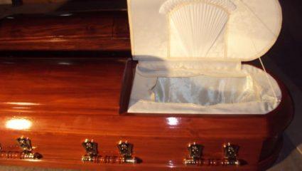Διεκόπη κηδεία στην Κρήτη: Πάγωσαν οι συγγενείς μόλις άνοιξαν το φέρετρο