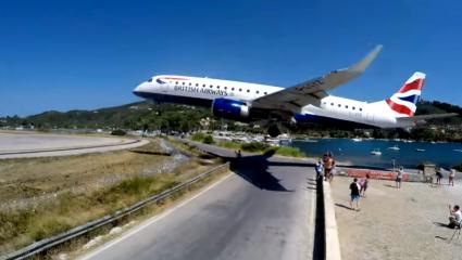 Η τρομακτική προσγείωση αεροπλάνου στην Σκιάθο