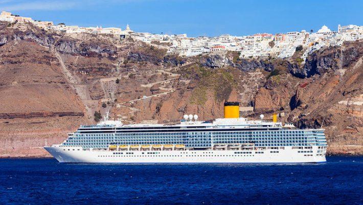 Η Σαντορίνη εκπέμπει SOS: Η ανατριχιαστική φωτό από το λιμάνι που δείχνει ότι ο υπερτουρισμός βουλιάζει το νησί (Pic)