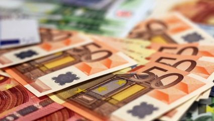 Έως 7.000 ευρώ αναδρομικά διεκδικούν οι συνταξιούχοι – Τι προβλέπει το Υπουργείο Εργασίας