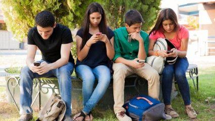 Τα social media επηρεάζουν την ψυχική υγεία των εφήβων!