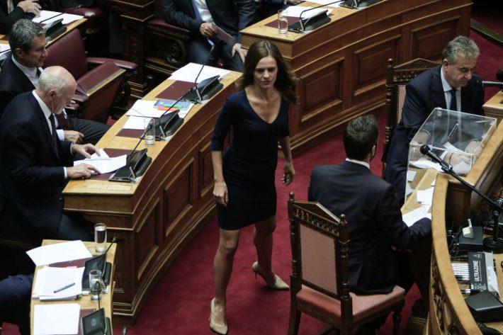 Η Έφη Αχτσιόγλου έκλεψε ξανά την παράσταση στη Βουλή (Pic)