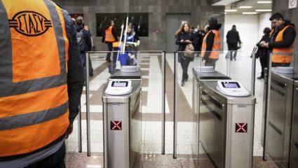 Ξεχάστε τα εισιτήρια – Οι μπάρες στο μετρό θα ανοίγουν με χρεωστικές κάρτες!