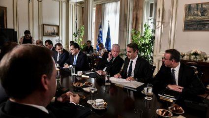 Ψαλίδι λόγω κορωνοϊού: Το πιο σκληρό μέτρο που έχει πάρει ποτέ ελληνική κυβέρνηση