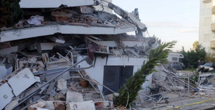 Fake news με την φωτογραφία που έγινε viral από τον σεισμό στην Αλβανία