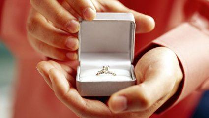 Πρόταση γάμου μέσα στη Βουλή!