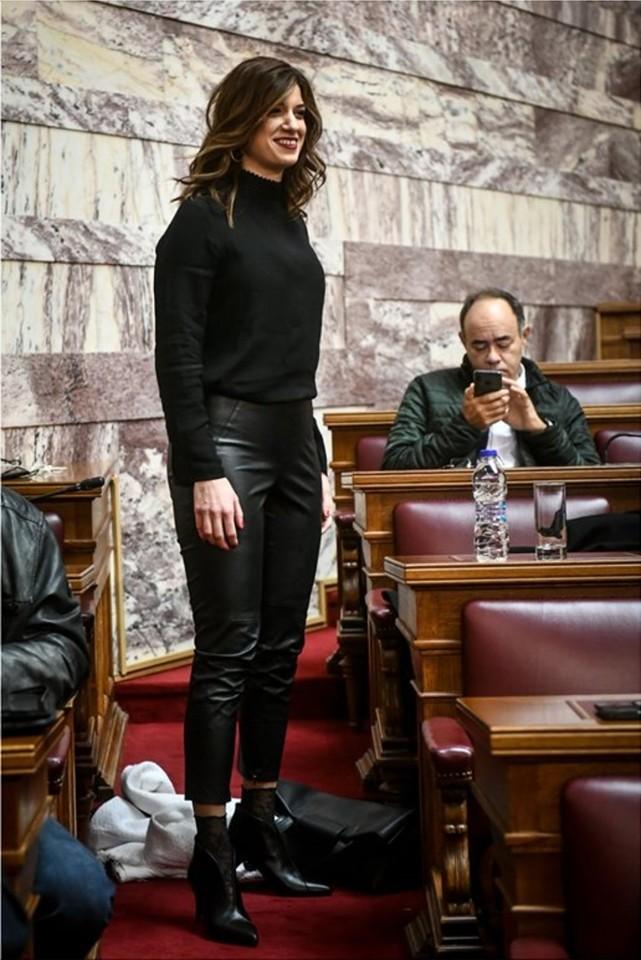 Δεν έχει προηγούμενο: Η Κατερίνα Νοτοπούλου κάνει την εμφάνιση της χρονιάς στη Βουλή (Pic)