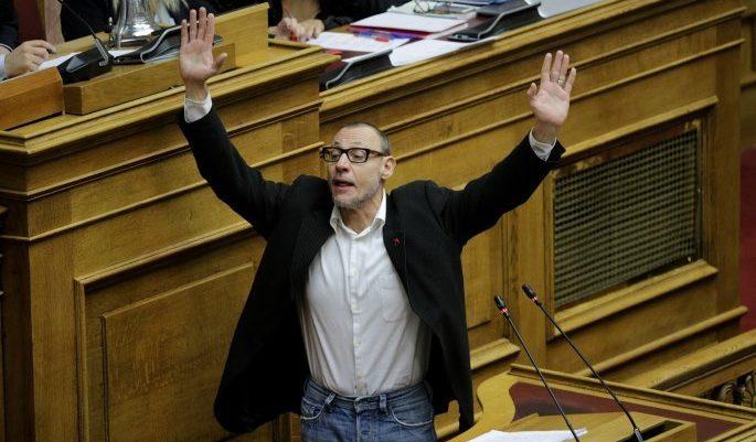 «Παραδίνομαι»! Η... παράσταση του Κλέωνα Γρηγοριάδη στη Βουλή (vid)