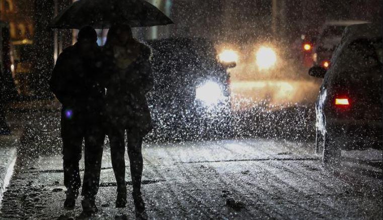 Χιόνια, 10 βαθμοί κάτω, παγετός: Η «Ζηνοβία» παγώνει την Ελλάδα την Πρωτοχρονιά (vid)