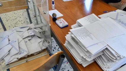 Μητσοτάκης, Τσίπρας και… Τσιτσιπάς στη δημοσκόπηση για τη νέα χρονιά
