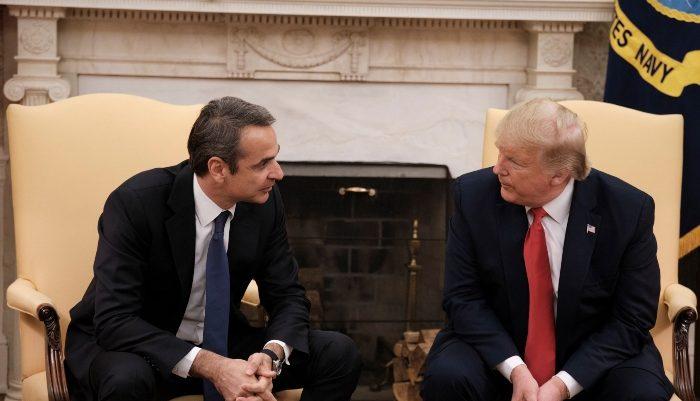 Η ψηλότερη καρέκλα του Τραμπ και ο σκέτος καφές