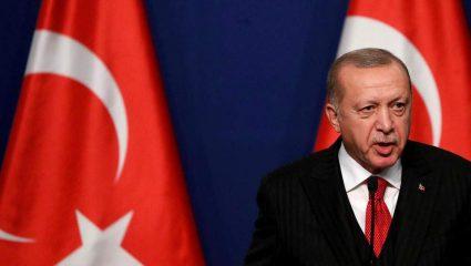 Στην κόψη του ξυραφιού: Αυτοί εισηγούνται στον Ερντογάν να επιτεθεί στην Ελλάδα