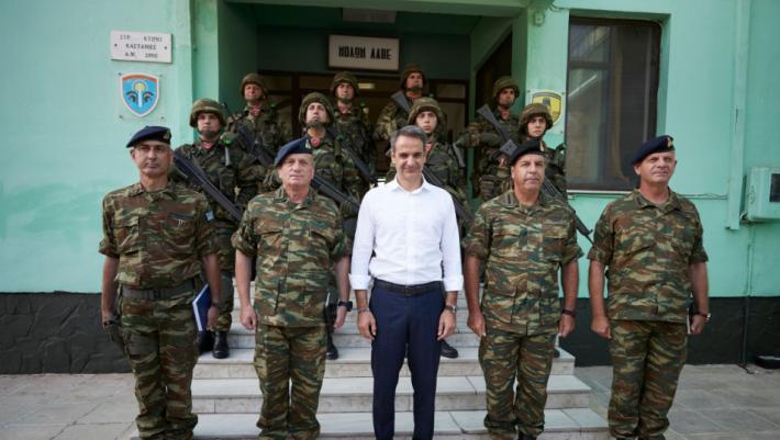 Θέμα αύξησης στρατιωτικής θητείας και στράτευσης γυναικών