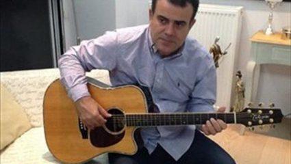 Πρώην υπουργός άρχισε να γράφει τραγούδια!