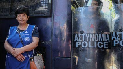 Οι καθαρίστριες του Δρομοκαΐτειου κάνουν Τσικνοπέμπτη στο Μαξίμου
