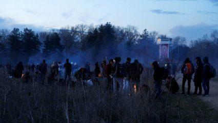Το βίντεο της ντροπής: Τούρκοι στρατιώτες ξυλοκοπούν μετανάστες που φεύγουν από τον Έβρο